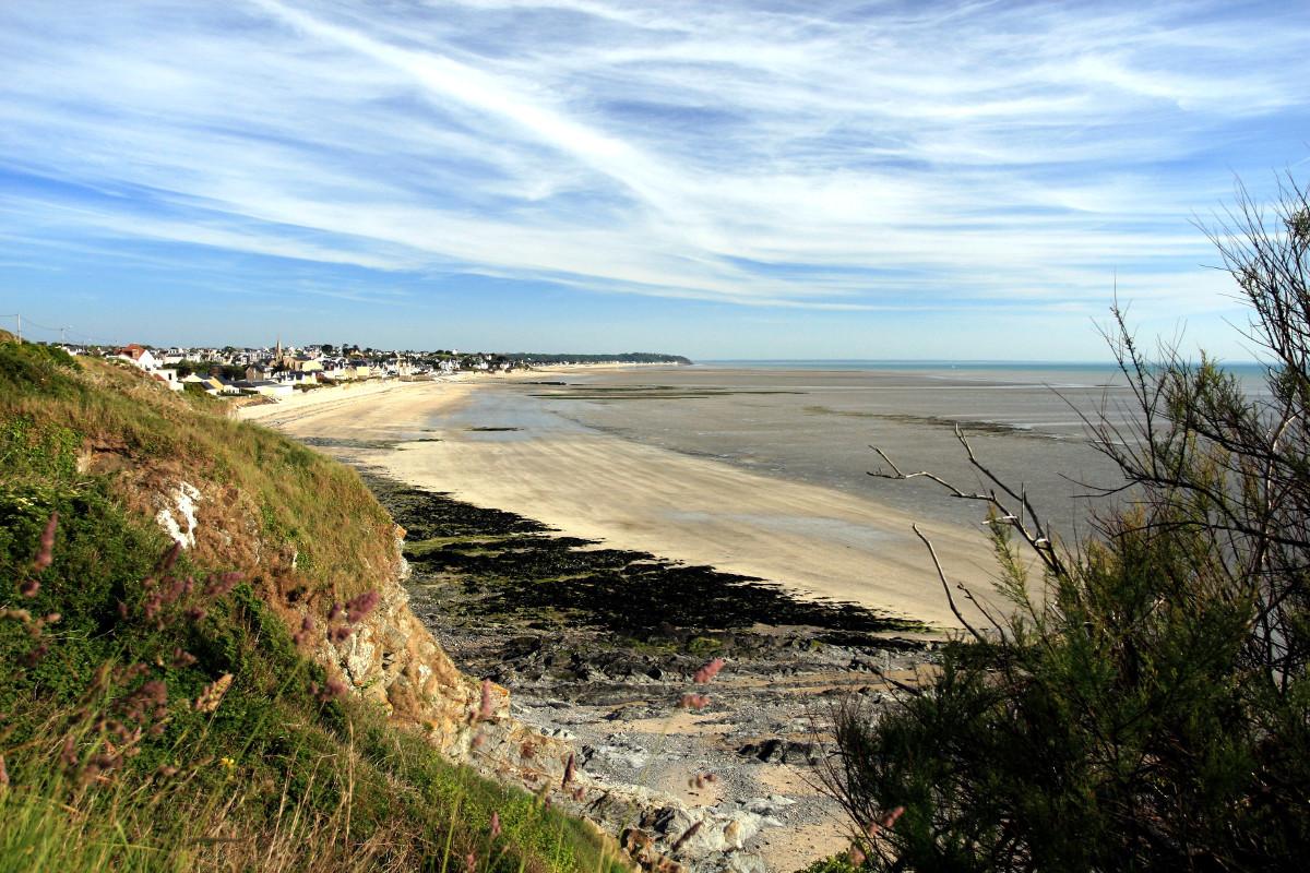 La pointe de Carolles et la plage de Julouville vues de puis St Pair Sur Mer
