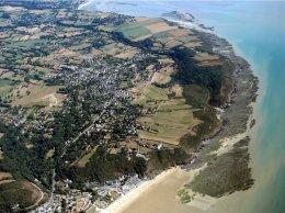 Vue de la plage de Carolles, la valée du Lude, jusqu'à St jean Le Thomas