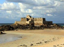 Fort national accessible à marée basse