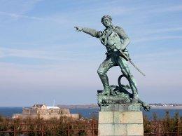 Saint-Malo - Surcouf et le Fort National
